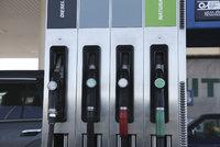 Benzin a nafta v Česku mírně zlevnily. Nejméně dáte za tankování na Ústecku, nejvíc v Praze