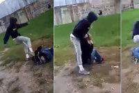 Brutální útok na dětském hřišti v Sedlčanech: Mladík do kluka bušil jako do boxovacího pytle!