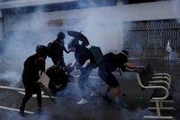Krvavý protest v Hongkongu: Demonstranta trefila ostrá palba do hrudníku