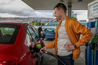 Benzín zdražuje, šplhá k cenám před koronakrizí v Česku. Připlatíme si i za naftu