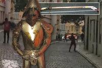 Opilec s mečem útočil na lidi v Praze 1: Zbraň ukradl vystavenému rytíři v hotelu
