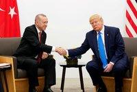 """Turecko začalo bombardovat Kurdy v Sýrii. Z """"ostré"""" hrozby Trumpa si nic nedělá"""