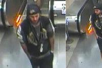 Agresor bezdůvodně zbil v metru cestujícího. Hledá ho policie
