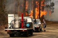 Austrálii spalují ničivé požáry. Popelem už lehly desítky domů, oheň není pod kontrolou