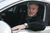 Moderátor Rosák v ohrožení života: Infarkt za volantem!