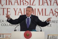 """""""I během příměří na nás střílí."""" Turecko a Kurdové se obviňují z porušování klidu zbraní"""