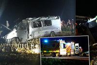 Mikrobus na Vyškovsku vyjel ze silnice a převrátil se: Při nehodě se zranilo 10 lidí
