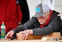 Exprezident musel znovu do nemocnice. Carter (95) doma spadl a zlomil si pánev