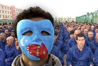 Znásilňování, trhání nehtů i obušky: Žena popsala hrůzy čínského koncentráku