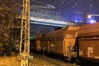 Mezi Hostivaří a Libní nejezdí vlaky: Vykolejil zde mohutný nákladní vlak