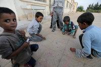 Zastali se Babiše u syrských sirotků. Teď pochybnou organizaci viní policie z podvodu