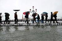 Záplavy opět udeřily na Itálii. Svědci viděli až sedmimetrové vlny