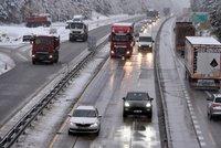 V Česku napadl sníh, na silnicích je břečka. Pozor na náledí, varují meteorologové