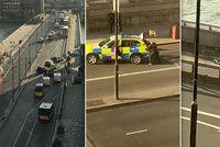 Policie zastřelila v centru Londýna útočníka, který pobodal několik lidí