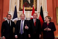 Dusno v Londýně na summitu NATO: Zeman u královny a ostrá slova Trumpa i Macrona