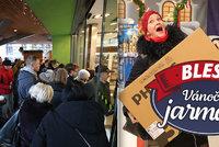 Poprask v pátek 13.: Společná akce Blesku a Mall.cz na Vánočním jarmarku přilákala do Kotvy davy lidí