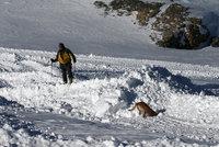 Pád laviny u Sněžky! Pod sněhem zemřel člověk, druhý je zraněný