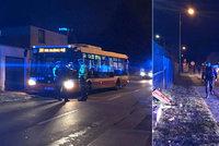 Autobus MHD naboural do plynové přípojky: Řidič od nehody odjel i s cestujícími! oznámila policie