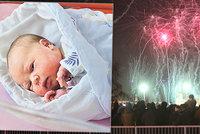 Porod ve válečné zóně! Petardy děsily rodičky u Apolináře i děti na přístrojích