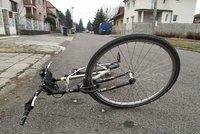 Motorkář srazil kluka (12) na kole! Dítě má těžce zraněné nohy