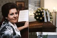 Pohřeb hvězdy Národního Naděždy Kniplové (†87): Rakev zdobil věnec od psa
