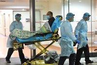 Smrtící virus ONLINE: Čtyři podezřelí pacienti v Česku. Z obchodů mizí roušky