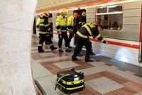 Muž zemřel pod koly metra na Andělu: Někdo ho strčil?!