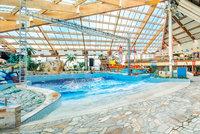 Znovuotevření bazénů v Praze? Do Čestlic vyrazily hlavně rodiny s dětmi. Některé zůstávají zavřené