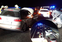 Hromadná nehoda na D10: Havarovalo přes 20 aut! Hasiči vyslali evakuační autobus