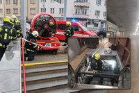 Stanice metra Kobylisy byla zavřená! Začal hořet eskalátor, zaplnil ji hustý dým