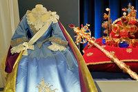 Pozlacenánejryzejším zlatem: Repliku koruny Karla IV. i šaty Marie Terezie uvidíte v Brně