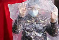 Koronavirus ONLINE: Mrtvých je už 908. Právník zmizel beze stopy. Ukazoval čínská selhání