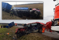 Smrtelná nehoda na Mladoboleslavsku: Řidička nepřežila střet s náklaďákem