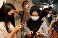 Koronavirus ONLINE: Obětí je přes 1500. Tajná dohoda gigantů má omezit klepy o nákaze