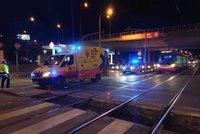 Kolony na Plzeňské: U zastávky Motol srazila tramvaj člověka