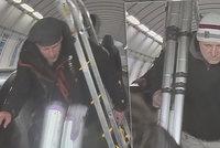 VIDEO: U Invalidovny šlohli stavební nářadí, s žebříkem pak odjeli metrem! Poznáte zloděje?