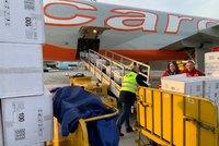 Koronavirus ONLINE: Italové uzavřeli města nákazy a ruší fotbal, Češi poslali pomoc Číně