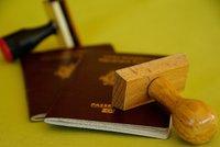 Nové pasy pro Brity bude dělat francouzská firma v Polsku. Lidé je dostanou od března