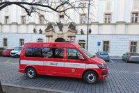 Mrtvola v areálu nemocnice na Karláku! Muž (†62) zemřel v kanceláři, od nedopalku začala hořet