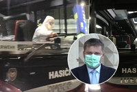 Zavřené hranice: Pro Čechy uvízlé v cizině míří po autobusech i letadla, první na Kanáry