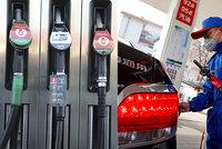 Ceny benzinu spadly v Česku nejníž za čtyři roky: Litr se dá koupit i pod 24 korun