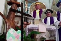 Kněz vysílal mši v podmínkách karantény: Nepodařené video rozesmálo věřící k slzám