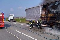 Komplikace na Pražském okruhu: U sjezdu z D1 hořel kamion, vytvořily se kolony