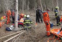 Na dva muže na Zlínsku spadly stromy: Jednoho zachraňoval vrtulník!