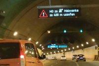 Řidiči, pozor! Strahovský tunel je v obou směrech zavřený, vypadlo osvětlení