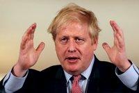 """Johnson už neleží na JIPce. Britský premiér má prý """"nesmírně dobrou náladu"""""""