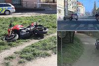 VIDEO: Zloděj (32) ukradl zdravotníkům z Bulovky motorku. Prahou uháněl jak na dálnici