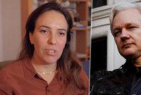 Assange v azylu zplodil s právničkou dva syny: Žena žádá o jeho propuštění kvůli koronaviru
