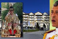 Královské manýry thajského panovníka: Z luxusní karantény v Německu si odskočil domů na opulentní party