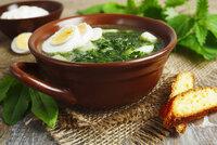 Kopřiva je léčivá a zdarma: Zkuste polévku, pesto i špenát!
